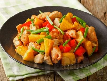 Бързо и лесно нисковъглехидратно кето пиле с ананас, чушки и ароматни подправки - снимка на рецептата